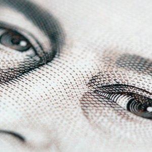 colour_of_money-smal-2l.jpg